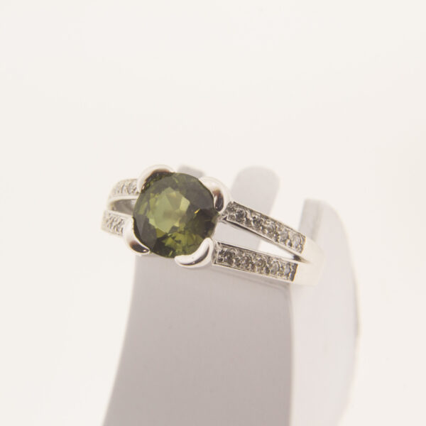Годежен пръстен с диаманти и турмалин